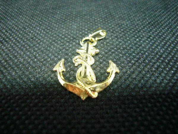 Pendentif Ancre de marine en plaqué or 3 microns.