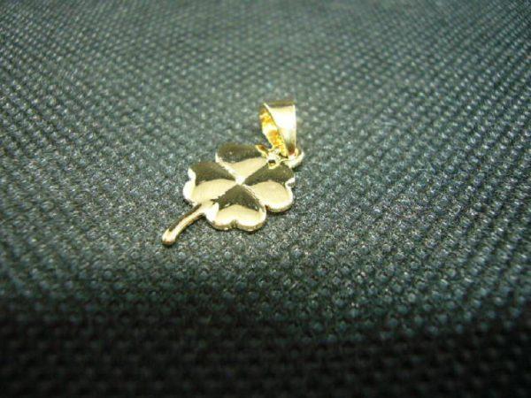 Pendentif Trèfle à 4 feuilles en plaqué or